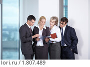 Купить «Группа деловых людей в офисе», фото № 1807489, снято 17 июня 2010 г. (c) Raev Denis / Фотобанк Лори