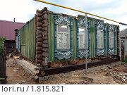 Купить «Реконструкция старого дома», фото № 1815821, снято 26 июня 2010 г. (c) Александр Тараканов / Фотобанк Лори