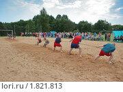 Мужчины в соревновании по перетягиванию каната (2010 год). Редакционное фото, фотограф ac / Фотобанк Лори