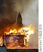 """Купить «Пожар деревянного городка около станции метро """"Партизанская"""" в 2005 году», фото № 1822313, снято 26 марта 2005 г. (c) Vasily Smirnov / Фотобанк Лори"""