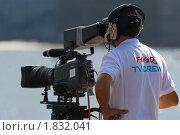Купить «TV оператор на соревнованиях Формула-1 на воде-2010 в С.Петербурге», фото № 1832041, снято 10 июля 2010 г. (c) Владимир Борисов / Фотобанк Лори