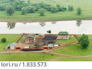 Фермерское хозяйство на берегу реки. Стоковое фото, фотограф Николай Бирюков / Фотобанк Лори