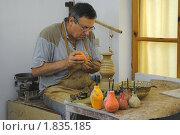 Купить «Работа гончара. Нанесение узора. Болгария», фото № 1835185, снято 14 июня 2010 г. (c) Татьяна Юни / Фотобанк Лори