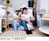 Купить «Счастливая молодая семья в новой квартире», фото № 1843017, снято 11 апреля 2010 г. (c) Валуа Виталий / Фотобанк Лори