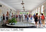 Купить «Люди у питьевых бюветов нарзанной галереи в Кисловодске», эксклюзивное фото № 1845749, снято 8 июля 2010 г. (c) Анна Мартынова / Фотобанк Лори