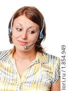 Купить «Задумчивая девушка с наушниками и микрофоном», фото № 1854949, снято 14 июля 2010 г. (c) Давид Мзареулян / Фотобанк Лори