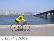 Купить «Велосипедист», фото № 1855669, снято 2 мая 2006 г. (c) Ольга Липунова / Фотобанк Лори