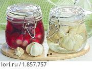 Купить «Маринованный чеснок», эксклюзивное фото № 1857757, снято 22 июля 2010 г. (c) Давид Мзареулян / Фотобанк Лори