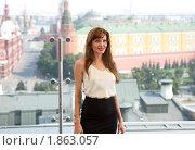 Купить «Анджелина Джоли позирует фотографам на фоне Кремля», фото № 1863057, снято 25 июля 2010 г. (c) Виктор / Фотобанк Лори