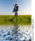 Купить «Парень держит девушку на руках и целует», фото № 1863213, снято 12 апреля 2008 г. (c) Арестов Андрей Павлович / Фотобанк Лори