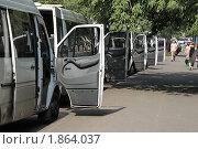 Купить «Стоянка маршрутного такси», фото № 1864037, снято 21 июля 2010 г. (c) Николай Богоявленский / Фотобанк Лори