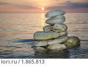 Пирамидка из камней в море. Стоковое фото, фотограф Сергей Слабенко / Фотобанк Лори