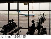 Купить «Люди в зале ожидания аэропорта», фото № 1866485, снято 25 июня 2010 г. (c) Анна Лурье / Фотобанк Лори