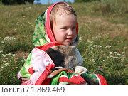 Маленькая девочка в полотенце. Стоковое фото, фотограф Фионова Галина / Фотобанк Лори