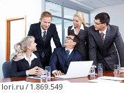 Купить «Бизнесмены в офисе с ноутбуком», фото № 1869549, снято 17 июня 2010 г. (c) Raev Denis / Фотобанк Лори