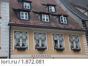 Окна и крыша ресторана в Старой Риге (2010 год). Стоковое фото, фотограф Елена Носик / Фотобанк Лори