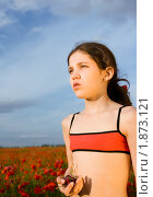 Купить «Портрет девочки с горстью вишен», фото № 1873121, снято 18 апреля 2019 г. (c) Яна Гуляновская / Фотобанк Лори