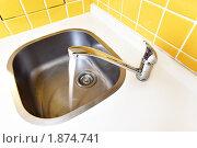 Купить «Водопроводный кран», фото № 1874741, снято 3 июня 2010 г. (c) Роман Сигаев / Фотобанк Лори