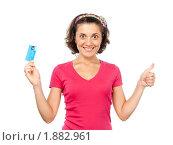Купить «Красивая девушка с кредитной картой», фото № 1882961, снято 21 июля 2010 г. (c) Давид Мзареулян / Фотобанк Лори