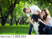 Купить «Молодая пара с собакой в парке», фото № 1884501, снято 7 июля 2010 г. (c) Raev Denis / Фотобанк Лори