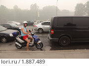 Московская пробка в смоге (2010 год). Редакционное фото, фотограф Константин Сутягин / Фотобанк Лори