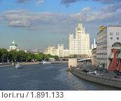 Купить «Высотка на Котельнической набережной в Москве», эксклюзивное фото № 1891133, снято 18 июня 2010 г. (c) lana1501 / Фотобанк Лори