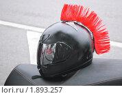 Купить «Мотошлем с красным ирокезом», эксклюзивное фото № 1893257, снято 7 августа 2010 г. (c) Алёшина Оксана / Фотобанк Лори