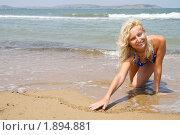 Купить «Девушка рисует сердце на песке», фото № 1894881, снято 20 июля 2010 г. (c) Светлана Кузнецова / Фотобанк Лори