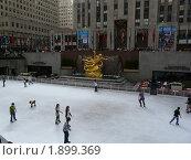 Каток у Рокфеллер - центра. Нью - Йорк. США (2009 год). Редакционное фото, фотограф Marina Butirskaya / Фотобанк Лори