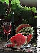 Купить «Арбуз и красное вино», фото № 1902341, снято 14 декабря 2019 г. (c) Марина Володько / Фотобанк Лори