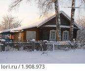Купить «Зима в деревне. Дом в снегу», фото № 1908973, снято 18 ноября 2019 г. (c) VPutnik / Фотобанк Лори