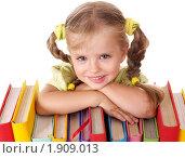 Купить «Девочка с книгами», фото № 1909013, снято 30 июля 2010 г. (c) Gennadiy Poznyakov / Фотобанк Лори