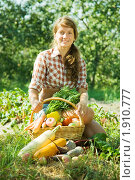 Девушка  с корзиной овощей. Стоковое фото, фотограф Яков Филимонов / Фотобанк Лори