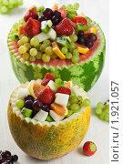 Купить «Арбузная и дынная фруктовые корзинки», эксклюзивное фото № 1921057, снято 5 августа 2010 г. (c) Лидия Рыженко / Фотобанк Лори