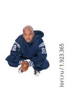Купить «Хип-хоп исполнитель сидит на корточках», фото № 1923365, снято 31 июля 2008 г. (c) Никита Буйда / Фотобанк Лори