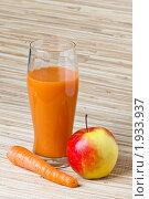 Купить «Стакан морковно-яблочного сока», фото № 1933937, снято 2 мая 2010 г. (c) Игорь Соколов / Фотобанк Лори