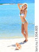 Купить «Девушка на пляже», фото № 1934805, снято 24 августа 2010 г. (c) Ольга Хорошунова / Фотобанк Лори
