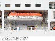"""Купить «Спасательный бот лайнера  """"Silver Whisper""""», эксклюзивное фото № 1945597, снято 11 августа 2010 г. (c) Александр Щепин / Фотобанк Лори"""