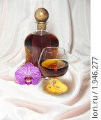 Купить «Коньяк, бокал, орхидея», эксклюзивное фото № 1946277, снято 30 июня 2010 г. (c) Blekcat / Фотобанк Лори