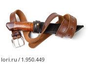 Купить «Охотничий нож и кожаный ремень», фото № 1950449, снято 4 сентября 2010 г. (c) Александр Романов / Фотобанк Лори