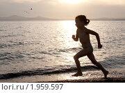 Бегущая девочка. Стоковое фото, фотограф Артём Скороделов / Фотобанк Лори