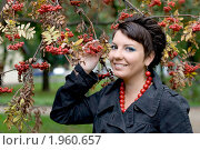 Купить «Девушка около рябины», фото № 1960657, снято 7 сентября 2010 г. (c) Зореслава / Фотобанк Лори