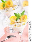 Купить «Десерт с йогуртом и абрикосом», эксклюзивное фото № 1962829, снято 26 мая 2010 г. (c) Лидия Рыженко / Фотобанк Лори