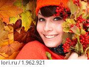 Купить «Девушка лежит на осенних листьях», фото № 1962921, снято 12 октября 2009 г. (c) Gennadiy Poznyakov / Фотобанк Лори