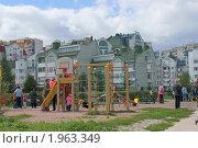 Купить «Детская площадка в Митине», эксклюзивное фото № 1963349, снято 5 сентября 2010 г. (c) Валерия Попова / Фотобанк Лори