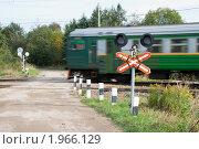 Купить «Неохраняемый железнодорожный переезд», эксклюзивное фото № 1966129, снято 11 сентября 2010 г. (c) Александр Щепин / Фотобанк Лори