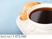 Кофе и круассан. Стоковое фото, фотограф Дарья Петренко / Фотобанк Лори