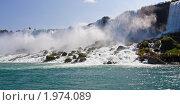 Купить «Туристы на Ниагарском водопаде», фото № 1974089, снято 20 августа 2009 г. (c) Тимофей Косачев / Фотобанк Лори