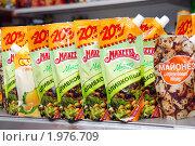 Купить «Пачки майонеза на витрине», фото № 1976709, снято 15 сентября 2010 г. (c) Анна Мартынова / Фотобанк Лори