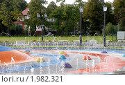 Купить «Детский фонтан в новом сквере. Верхнее озеро. Калининград», эксклюзивное фото № 1982321, снято 18 сентября 2010 г. (c) Svet / Фотобанк Лори